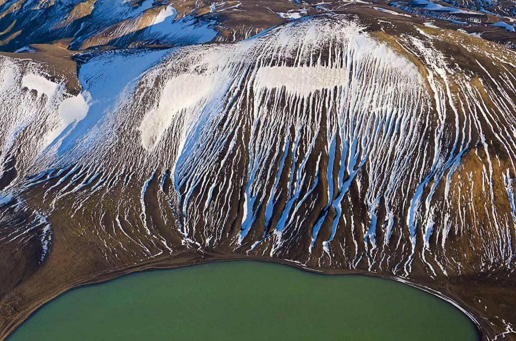 Schneestrukturen (Fjallabak, Island) © Roland Schweizer